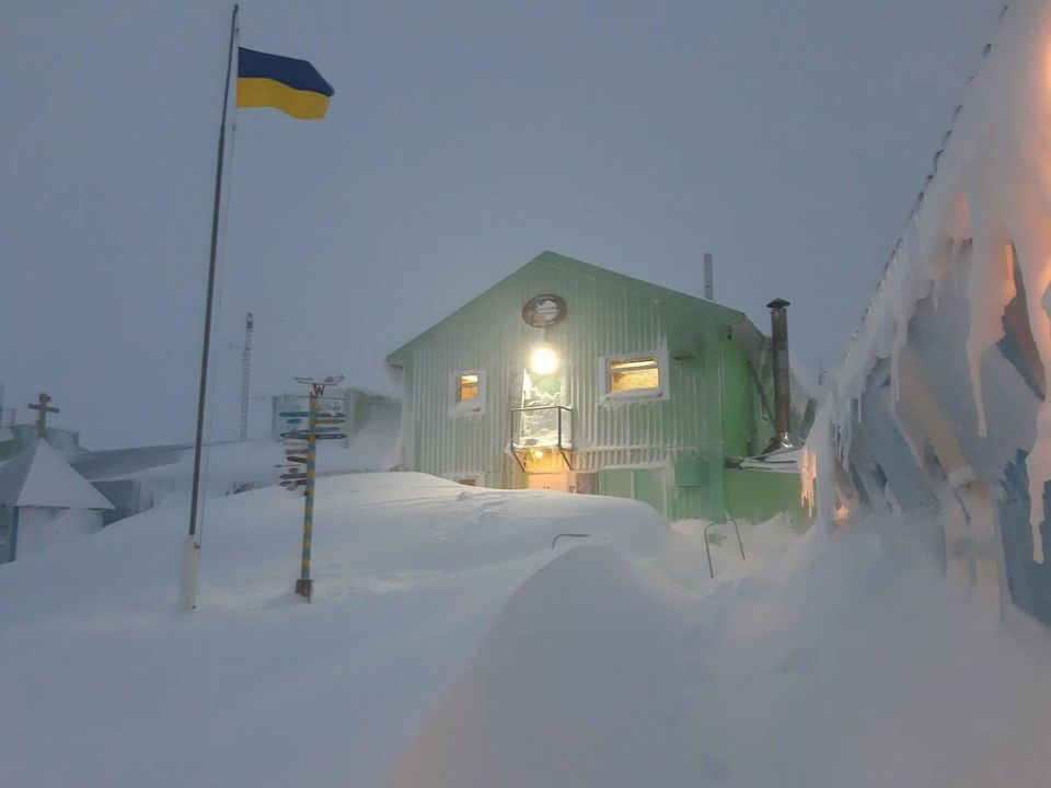 Весенние сугробы: украинскую антарктическую станцию замело снегом.Вокруг Света. Украина