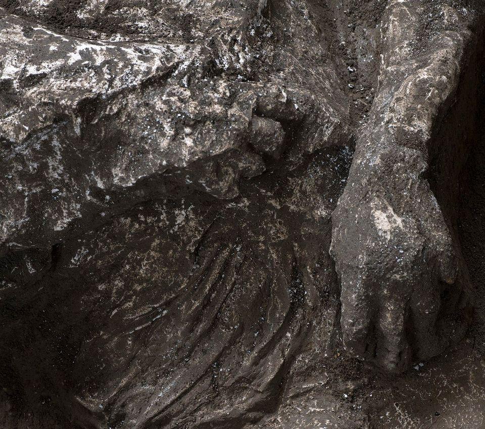 В Помпеях нашли окаменевших людей