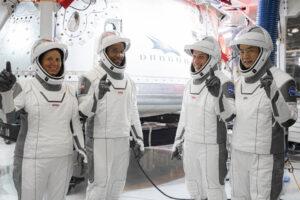 SpaceX и NASA запустили к МКС пилотируемый корабль Crew Dragon