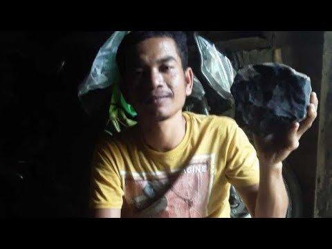Индонезиец продал метеорит, упавший на его дом, за 1,8 млн долларов