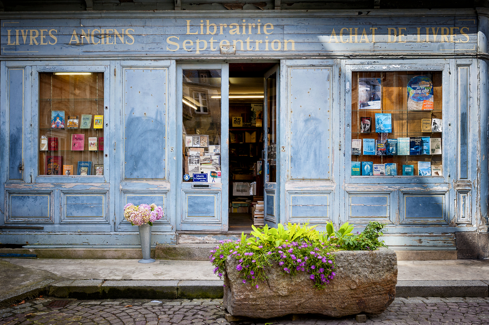 В Париже закроют книжные лавки из-за COVID-19. Писатели против