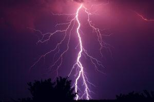 Новое исследование проливает свет на природу самых мощных в мире молний