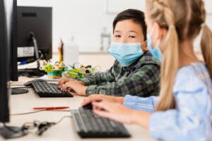 Почему дети легче переносят коронавирус? Возможно, дело в вечных простудах