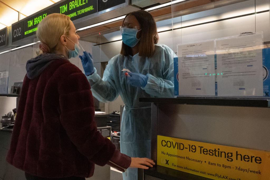 Тест на коронавирус: когда его делать и какой надежнее?