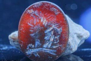 В Иерусалиме нашли яшмовую печатку с лицом Аполлона