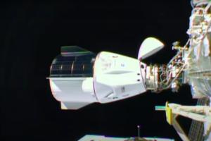 Стыковка SpaceX Crew Dragon с МКС прошла успешно, экипаж уже перешел на орбитальную станцию