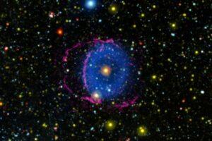Спустя 16 лет астрономы разгадали загадку туманности Голубое кольцо