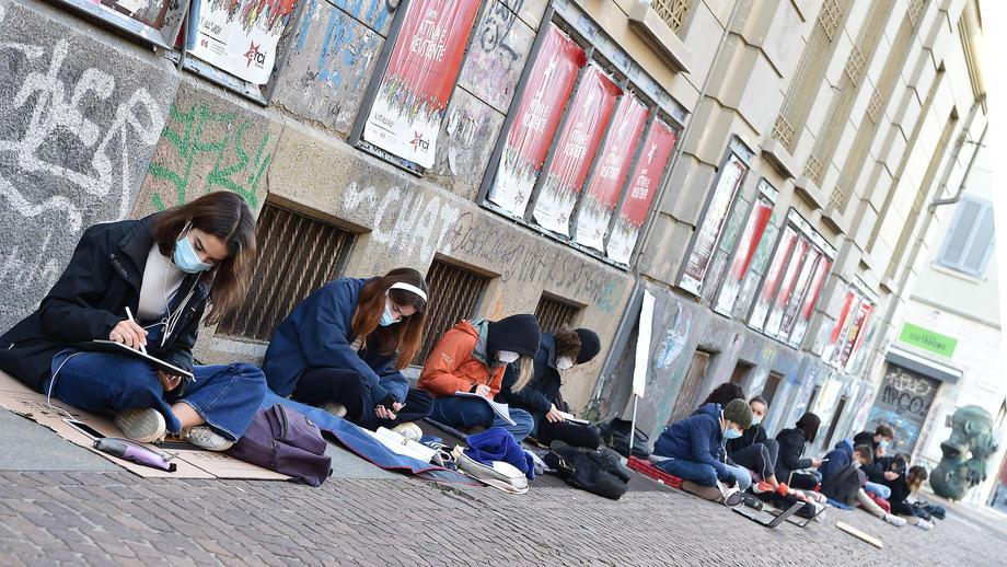 В Италии школьники протестуют против дистанционного обучения.Вокруг Света. Украина