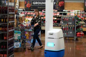 Крупнейшая сеть супермаркетов отказалась от роботов в пользу людей