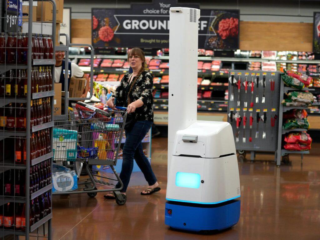 Крупнейшая сеть супермаркетов отказалась от роботов в пользу людей.Вокруг Света. Украина