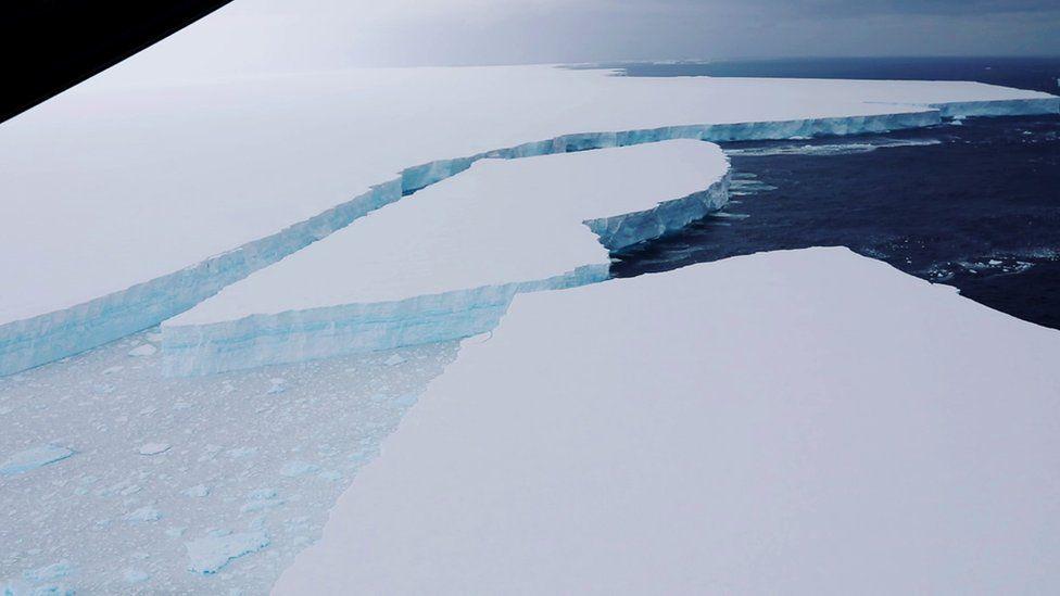 От айсберга-гиганта А68а откололся огромный фрагмент.Вокруг Света. Украина