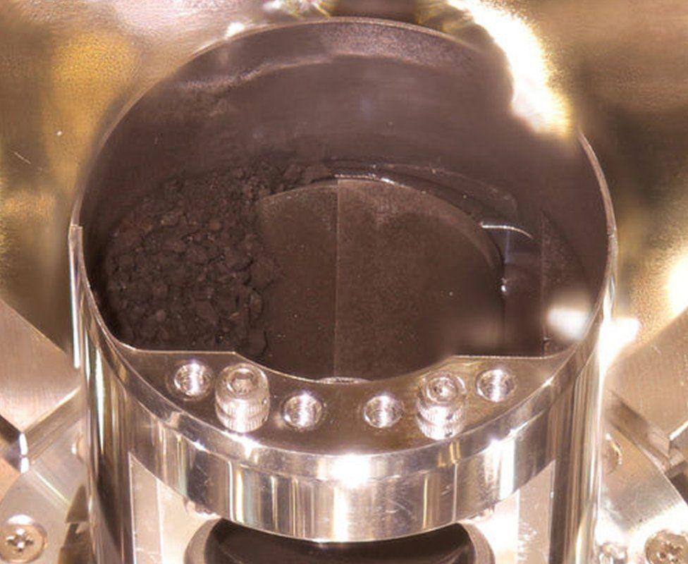 Что было в капсуле зонда «Хаябуса-2», вернувшейся из космоса?