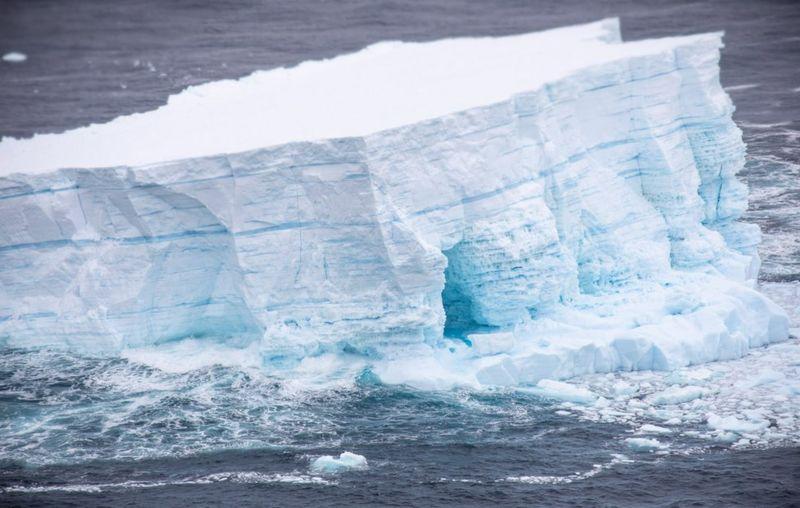 Гигантский айсберг A68a раскололся на крупные фрагменты.Вокруг Света. Украина