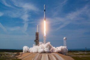 В декабре SpaceX запустит на орбиту четыре космических аппарата