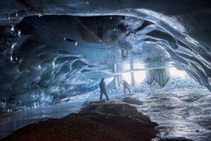 В Швейцарских Альпах для туристов открыли «ледяной собор»