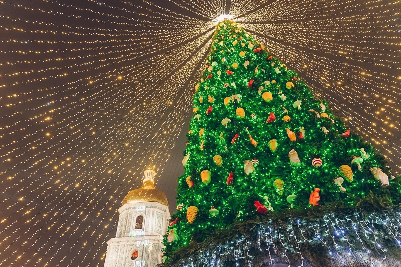 Киевская елка вошла в топ самых красивых в Европе.Вокруг Света. Украина