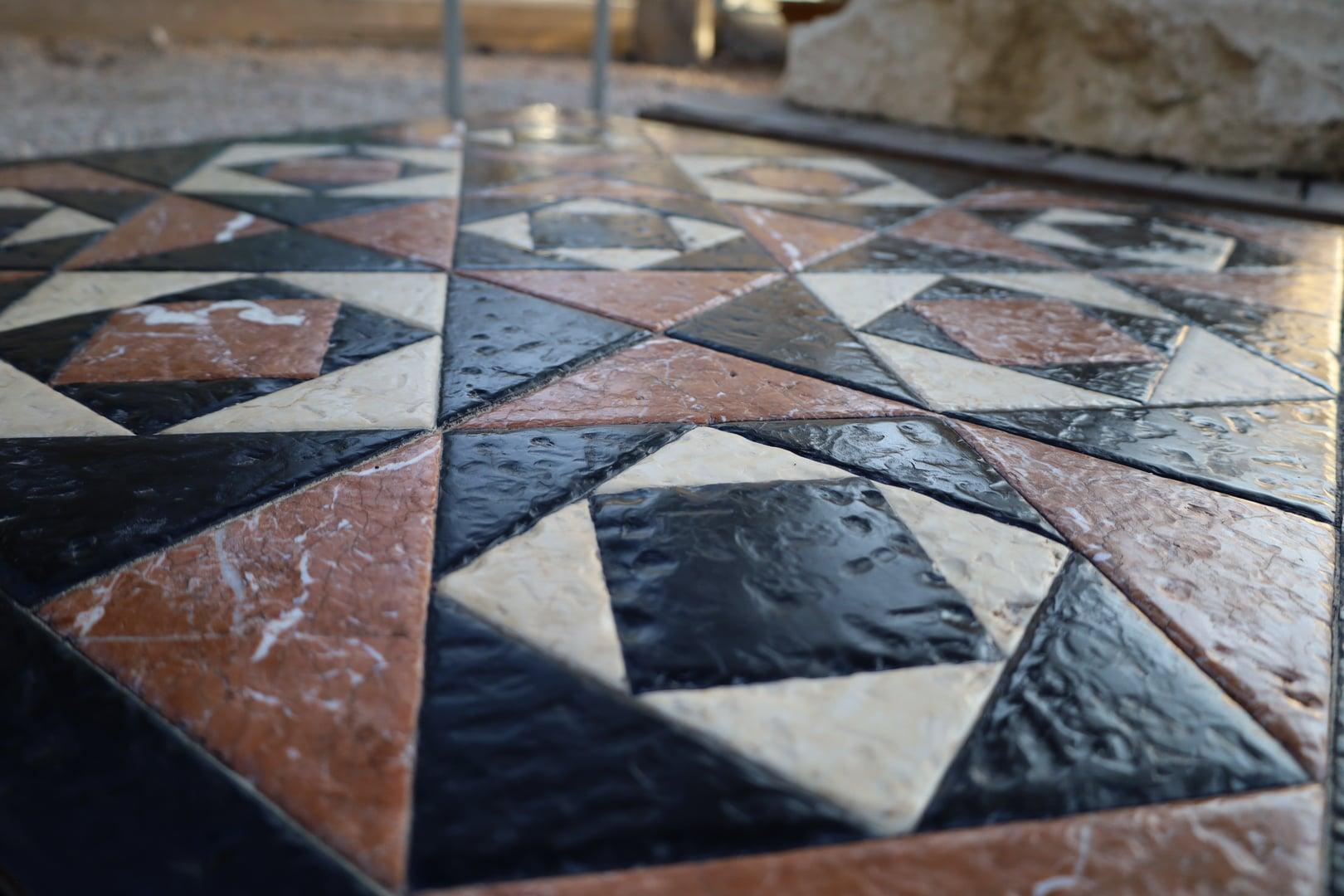 В Иерусалиме воссоздали изразцы храма, по которым ходил Иисус