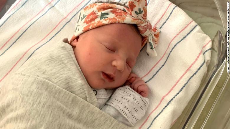 В США родился ребенок из эмбриона возрастом 27 лет