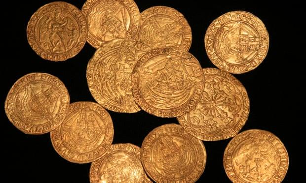 В английском саду откопали клад монет с инициалами жен Генриха VIII.Вокруг Света. Украина