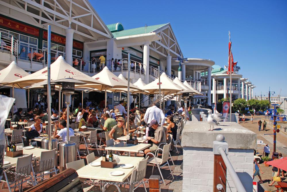 Власти ЮАР просят рестораторов не прятать алкоголь в чайниках