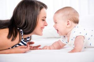 Словарный запас детей зависит от реакции взрослых на лепет