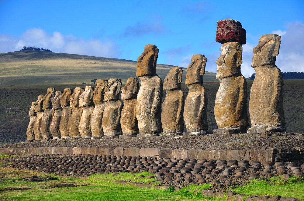 Как на истуканов острова Пасхи надевали каменные шапки?