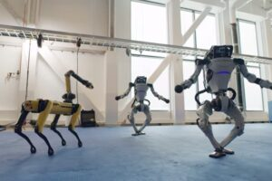 Роботы Boston Dynamics впервые станцевали вместе