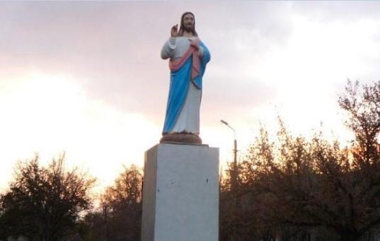 Под Бердянском памятник Ленину заменили статуей Христа