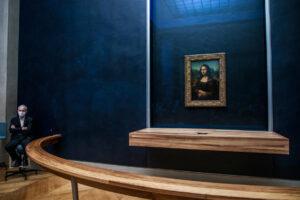 Лувр продал право на близкое знакомство с Джокондой за $98000
