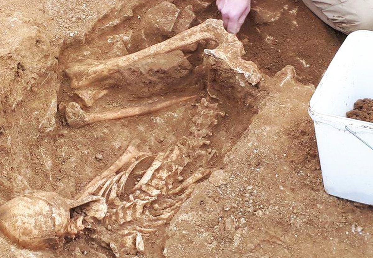 В Англии на месте будущего водопровода нашли скелеты железного века