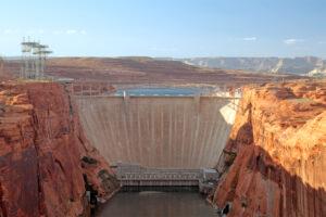 Большинство крупнейших в мире плотин сильно обветшало