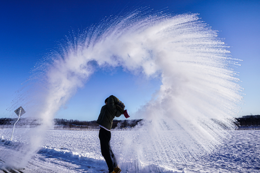 Эффект Мпембы: почему горячая вода замерзает быстрее, чем холодная?