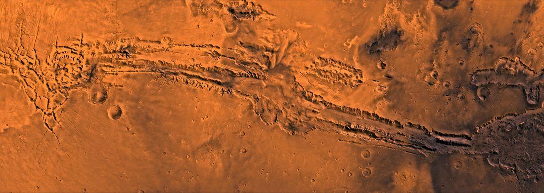 Марсианский зонд NASA сделал новые снимки каньона Valles Marineris.Вокруг Света. Украина