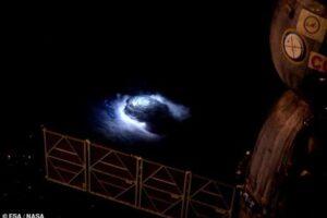 Наблюдения с МКС обнаружили разновидность молний, бьющих вверх из грозовых облаков