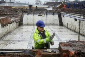 В Манчестере под парковкой раскопали викторианские бани