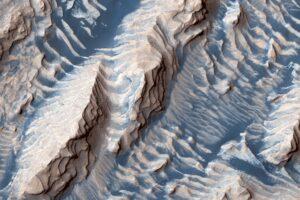Рельеф Марса хранит историю 20 ледниковых периодов