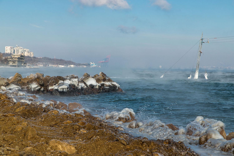 В Одессе Черное море дымится из-за мороза