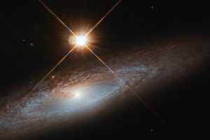 Хаббл запечатлел эффектную спиральную галактику из созвездия Рыси