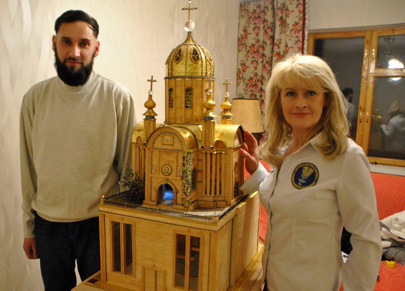 Харьковчанин создал рекордный храм из спичек и чая