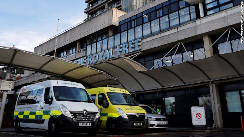 В Британии 90 добровольцев инфицируют коронавирусом для исследования