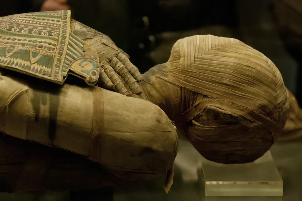 Разгадана тайна глиняного панциря мумии, которую положили в чужой саркофаг