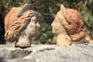В Турции раскопали десятки античных терракотовых фигурок