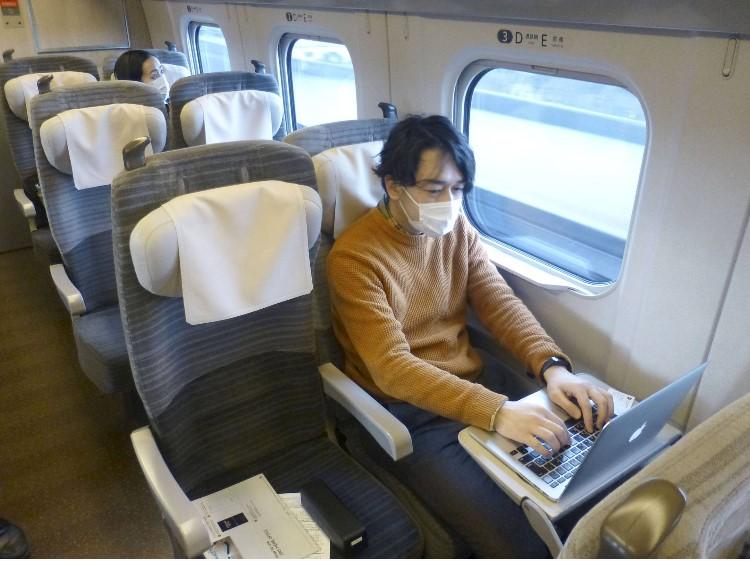 В Японии пустят вагоны-офисы для удаленной работы