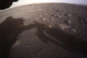 Perseverance прислал первые цветные фото и видео с Марса