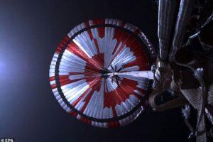 На парашюте марсохода Perserverance обнаружилось зашифрованное послание