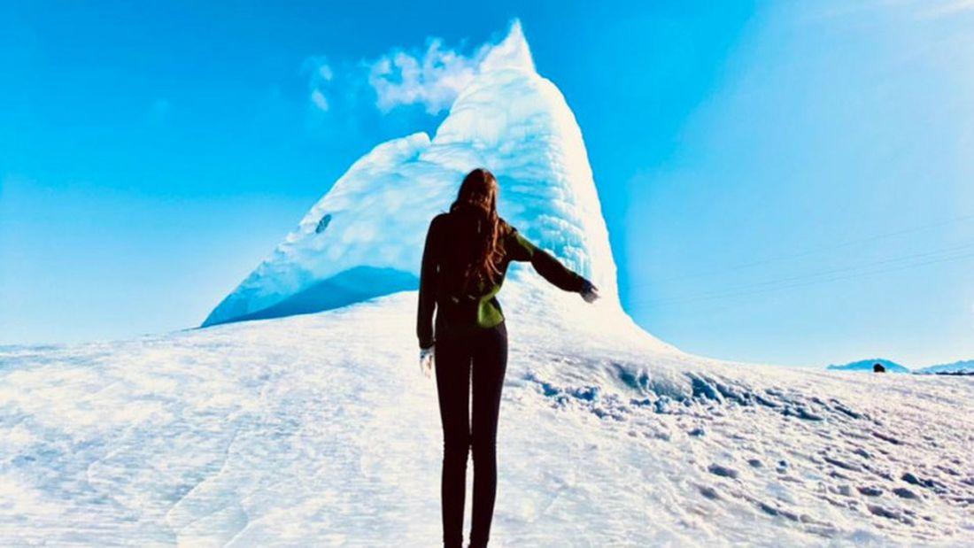 Ледяной вулкан высотой 15 метров извергается в Казахстане