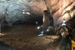 Во Франции 15 волонтеров изолировались в пещере на 40 дней