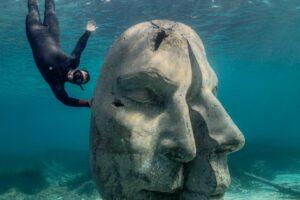 В Каннах открыли подводный музей-убежище
