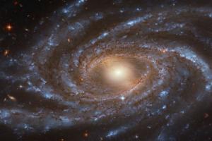 Хаббл прислал завораживающий снимок галактики из созвездия Жирафа