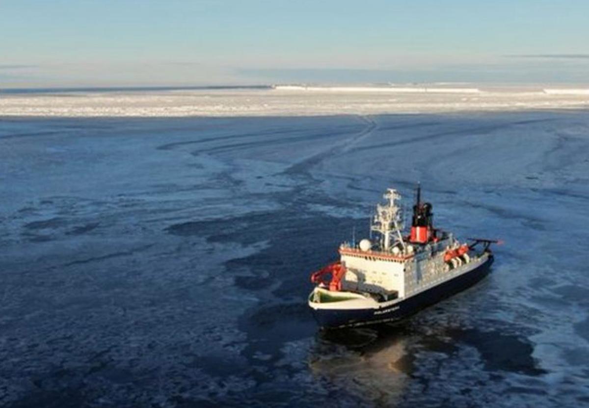 Ледокол обогнул мега-айсберг по узкому каналу: фото Sentinel-2.Вокруг Света. Украина